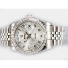 Replique Rolex Day-Date automatique Diamond Bezel et le marquage avec cadran informatique - Attractive montre Rolex Day Date 22597 pour vous