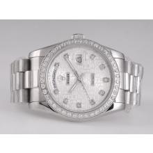 Replique Rolex Day-Date diamant marquage automatique avec cadran et lunette informatique - Attractive montre Rolex Day Date 22550 pour vous