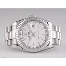 Replique Rolex Day-Date automatique avec cadran argenté - Attractive montre Rolex Day Date 22549 pour vous