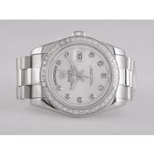 Replique Rolex Day-Date diamant marquage automatique et lunette avec cadran blanc - Attractive montre Rolex Day Date 22547 pour vous