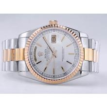 Replique Rolex Day-Date Swiss ETA 2836 Mouvement deux tons avec cadran argenté Bâton-Marquage - Attractive montre Rolex Day Date 22492 pour vous