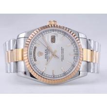 Replique Rolex Day-Date Swiss ETA 2836 Mouvement deux tons avec cadran argenté Bâton-Marquage - Attractive montre Rolex Day Date 22491 pour vous