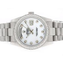 Replique Rolex Day-Date diamant marquage automatique avec cadran et lunette MOP - Attractive montre Rolex Day Date 22380 pour vous
