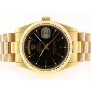 Replique Rolex Daytona Valjoux 7750 asie plein mouvement chronographe en or avec cadran noir 15747