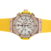 Replique Hublot Big Bang chronographe en or rose de travail cadran blanc diamant lunette cas avec sangle jaune - Attractive Hublot Big Bang Montre pour vous 30576